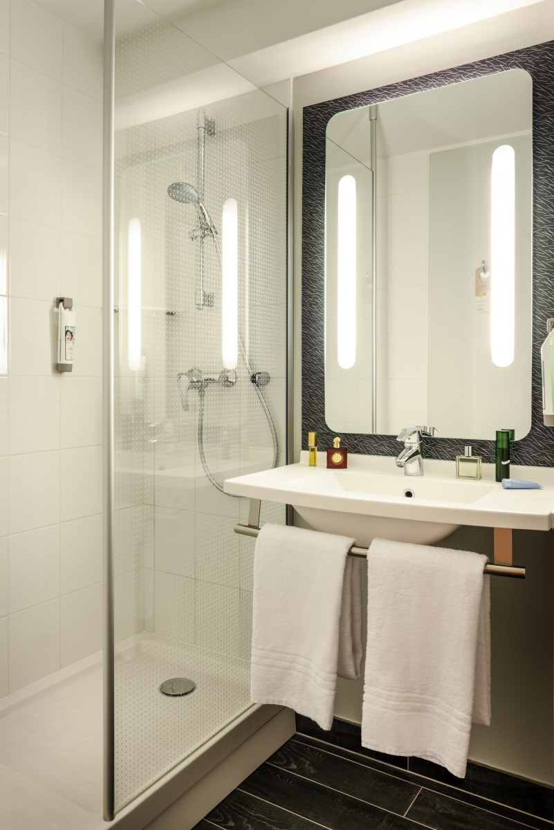 ibis paris 17 clichy batignolles salle de bain. Black Bedroom Furniture Sets. Home Design Ideas